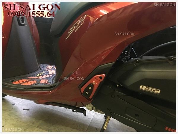 Hình ảnh gác chân Biker nhôm nguyên khối cá tính cho xe SH 2017 giá cực rẻ chính hãng tại HCM