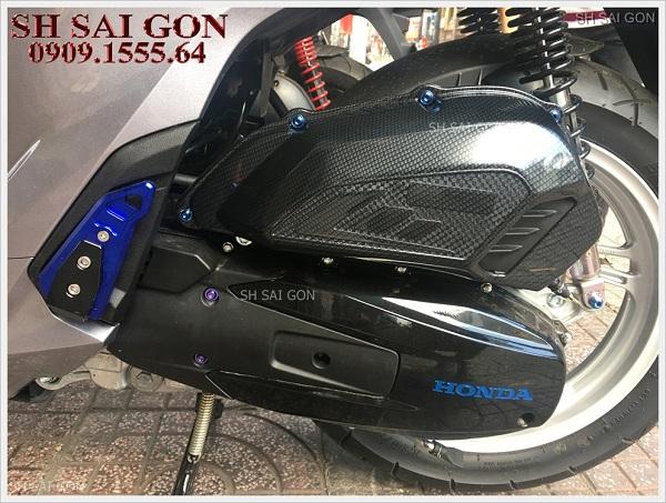 Hình ảnh gác chân Biker nhôm nguyên khối sang trọng cho xe SH 2017 giá rẻ cao cấp ở SG