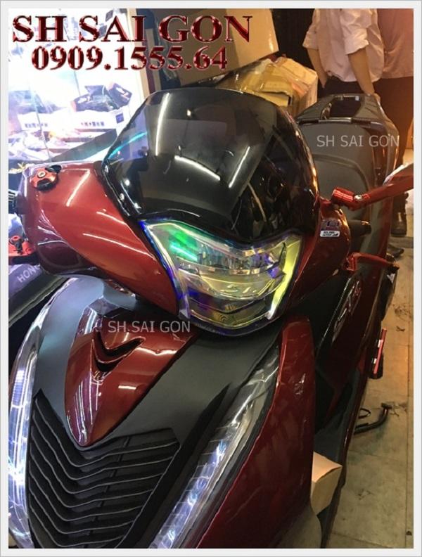 Image kính chắn gió xe sh 2017 cực ngầu cho xe SH 2017 giá thấp uy tín ở Trung tâm đồ chơi xe SH Sài Gòn
